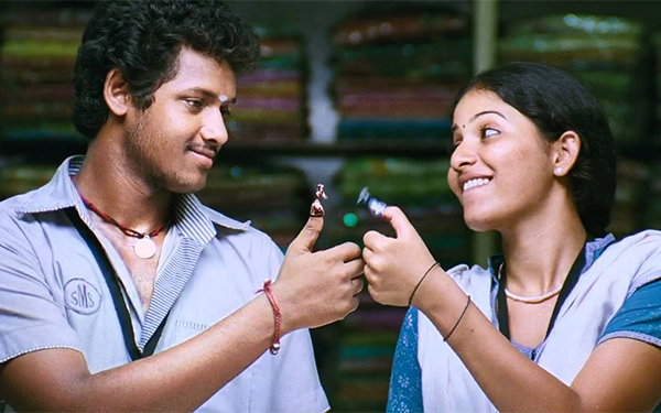 Aval Appadi Ondrum Song Lyrics
