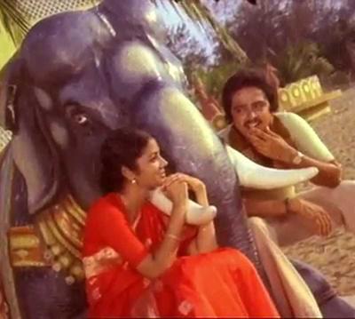 Mandhira Punnagai Song Lyrics