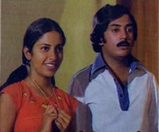 Uravenum Pudhiya Vaanil Song Lyrics