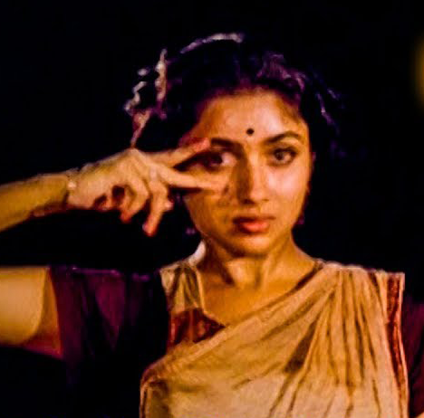 Kavidhai Kelungal Karuvil Song Lyrics