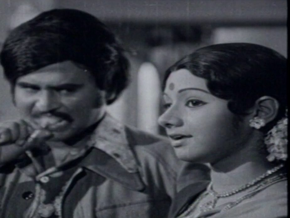 Naan Oru Kadhanayagi Song Lyrics