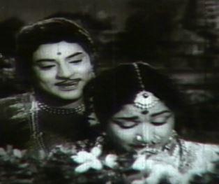 Ennai Mudhal Mudhallaga Song Lyrics
