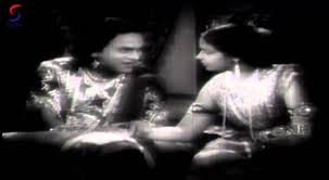 Ullang Kavarumen Paavaai Song Lyrics