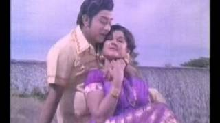 Aayiram Ponnai Song Lyrics