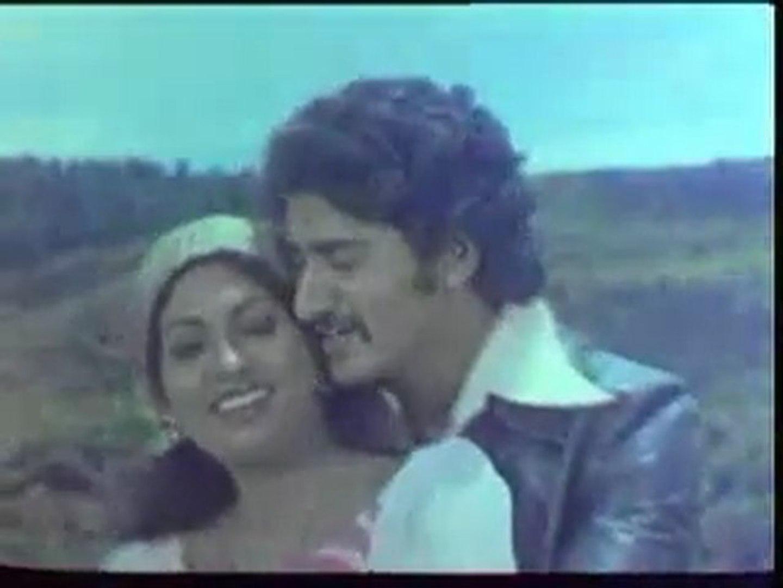 Nee Illaadha Podhu Song Lyrics
