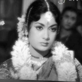 Purushan Veetil Vaazha Pora Ponney Song Lyrics