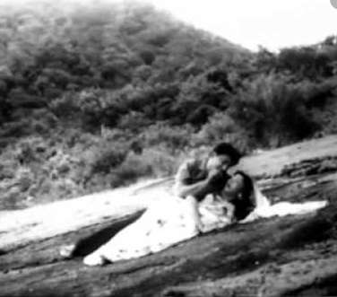 Kuluradikuthu Kuluradikuthu Song Lyrics