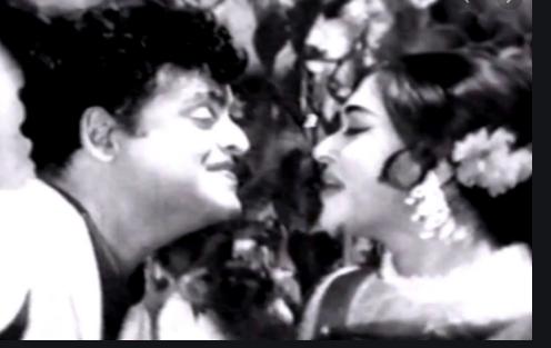Padaithan Boomiyai Iraivan Song Lyrics