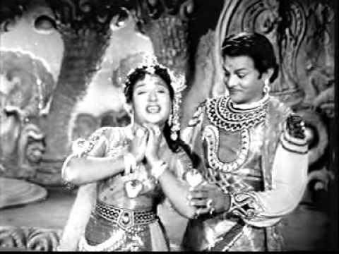 Aadaikatti Vantha Nilavo Song Lyrics